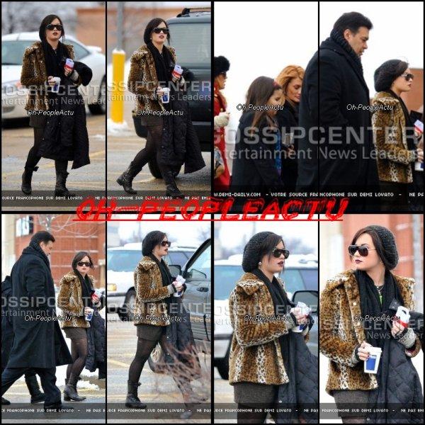 Demi à été photographié lorsqu'elle quittait son centre de traitement avec sa famille, le matin de Noël. Apres, 2 mois sans nouvelle, Demi est enfin de retour pour les fêtes de cette année :D