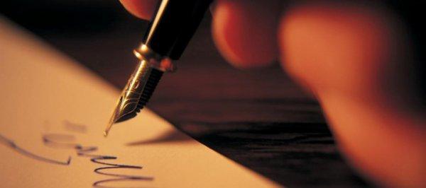 Mon stylo bleu et ma feuille blanche.