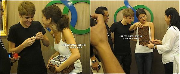 . 23/04/11__ Jelena, plutôt de bonne humeur, c'étaient rendues à un concert privée du MyWorldTour à Jakarta en Indonésie.