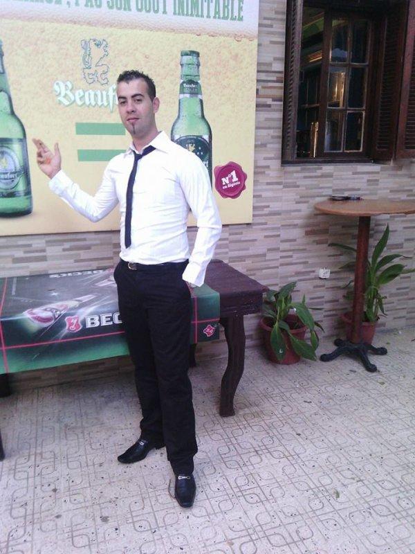 bar d'hotel  souhaite la bienvenue