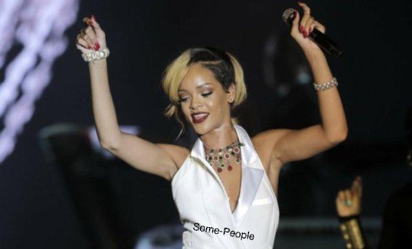 Cher Lloyd pour Inked + Rihanna à Monaco + Carly Rae Jepsen à Québec