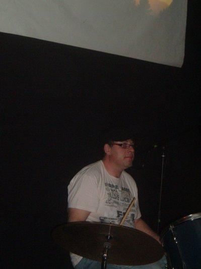 Sylvain est le batteur du groupe Oposite♫♪