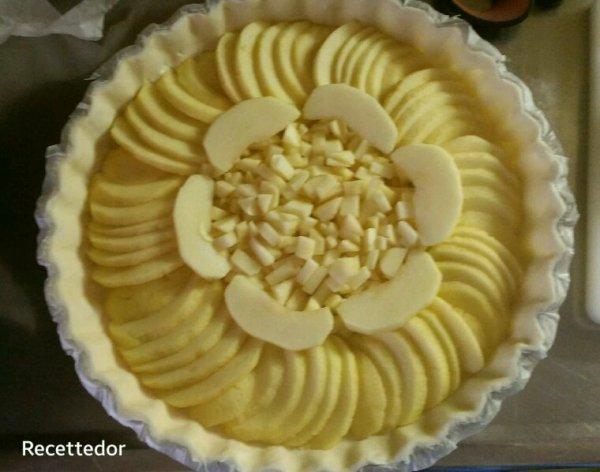 Salade de dents-de-lion aux oeufs durs et tarte aux 2 pommes (golden et gala)