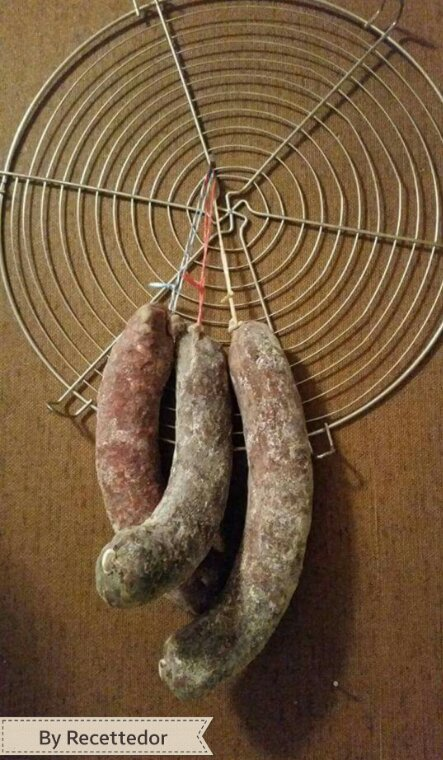 Achats au marché de Noël de Montreux pour notre souper : viande séchée de boeuf, jambon épicé, fromage Bagnes, saucisses (ail, cheval, noix... et pain de seigle valaisan)