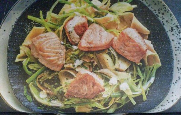 Nouilles à l'épeautre et saumon