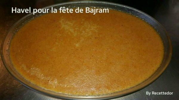 Havel (dessert fait avec semoule de maïs, sucre et eau) et riz au lait avec crème pour célébrer la fête de Bajram