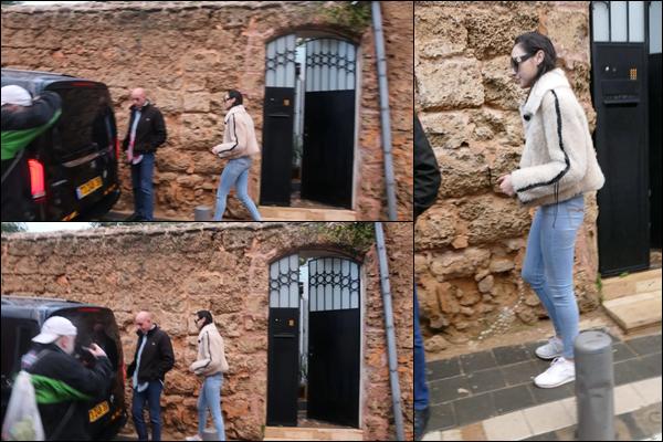 30.12.2018 :  Gal Gadot toute jolie a été aperçue sortant de chez elle dans la ville de Tel Aviv en Israël
