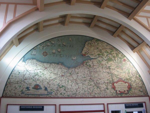 Ancienne Carte du réseau ferroviaire dans le Hall de Deauville