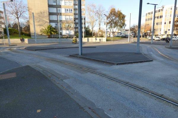 Une des quatre boucles de retournement du Tram de Caen