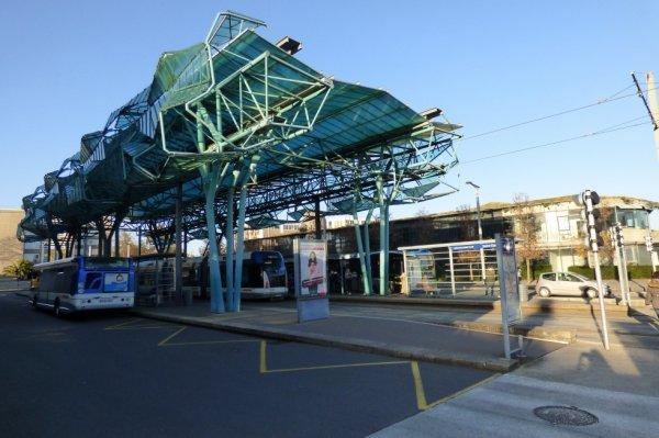 Tram de Caen - Pole d'échanges à la station Hérouville Saint Clair