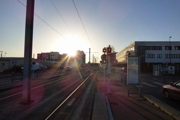 Croisement de deux rames du Tram de Caen