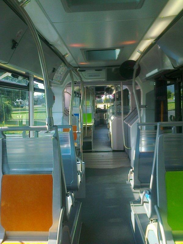 Intérieur d'un bus de la ligne 25 de Caen