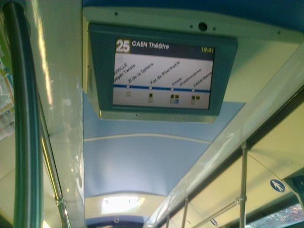 Affichage dans un bus urbain de Caen