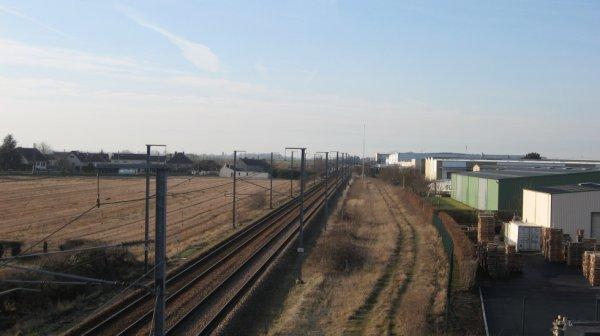 Voies ferrées et Zone Industrielle à Carpiquet