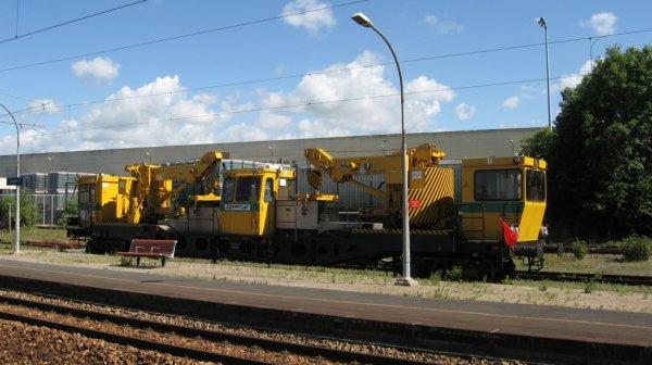 Engin de travaux en gare de Bayeux le 19 juin 2010