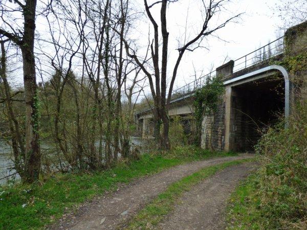 Pont de la Ligne Caen Flers sur l'Orne à Croisilles