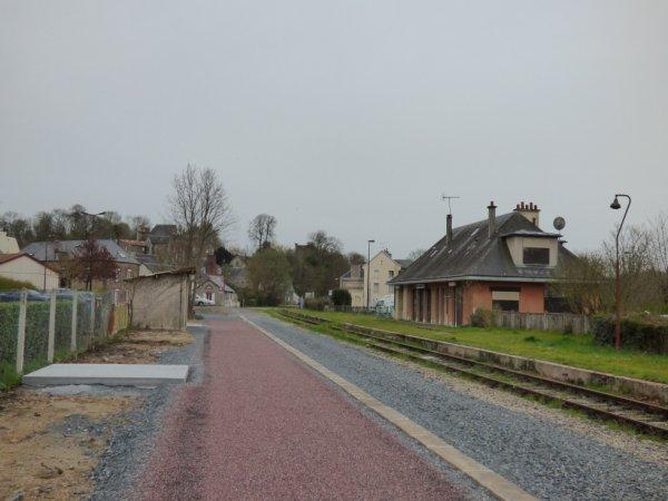 Voie verte parallèle à la ligne Caen Flers à Thury-Harcourt en mars 2014