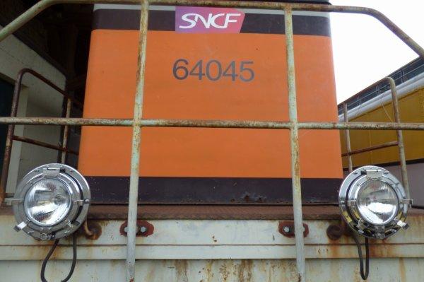 Nouveaux phares de la locomotive BB64045