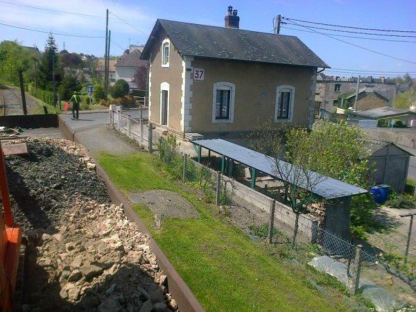 Traversée du Passage à Niveau 37 de la ligne Caen Flers avec un train de travaux