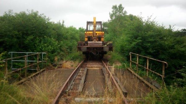 Travaux sur un pont entre les Passages à Niveaux 40 et 41 de la ligne Caen Flers