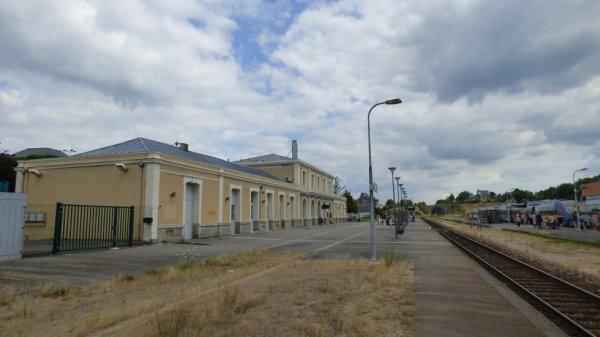 Batiment et voies de la gare de Flers le 26 juillet 2014
