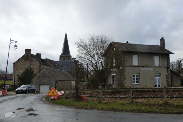 Lonlay le Tesson - Gare et Eglise