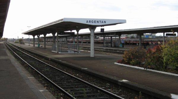 Argentan - Quais et voies vers Tours et Paris Vaugirard