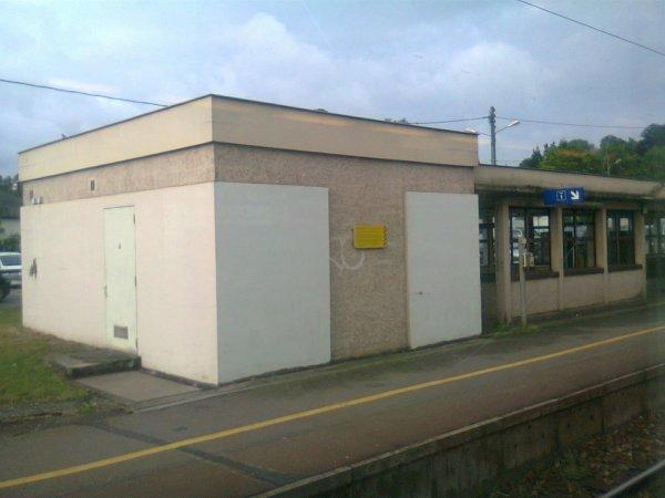 Gare de Bernay - Abri coté Evreux