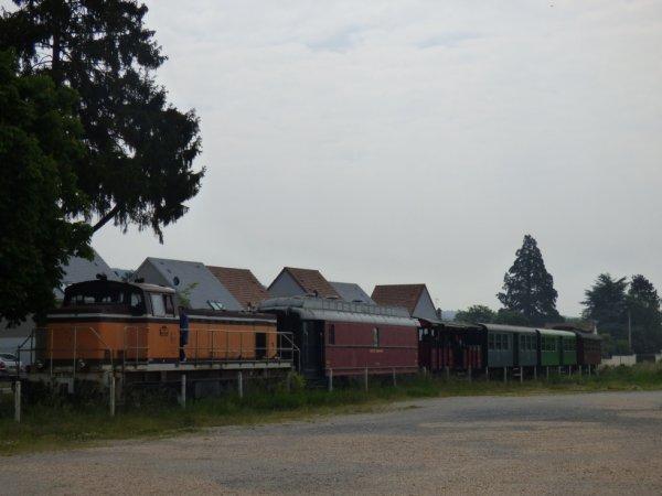 Rame du CFVE stationnée à Ménilles