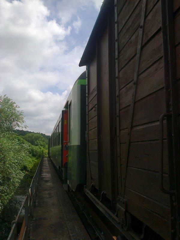 Rame du CFVE arrêtée sur le pont de Cocherel vue de l'intérieur