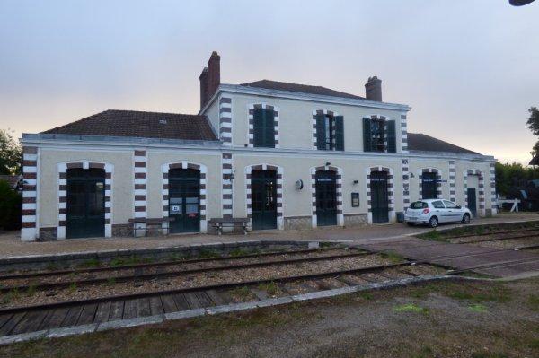 Intérieur de la gare de Pacy-sur-Eure en août 2014