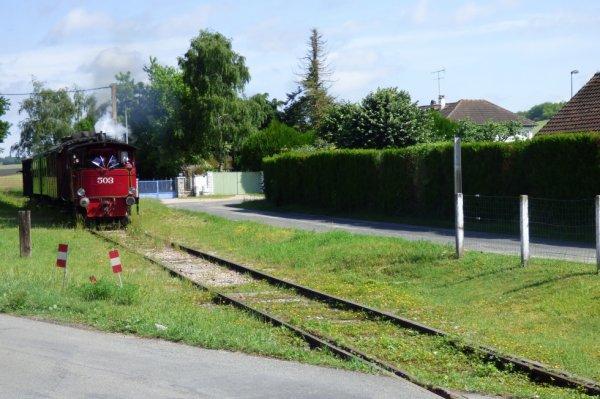 Rame du CFVE tractée par la locomotive Cockerill à Hécourt