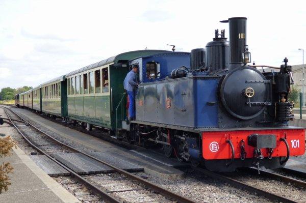 Un des rames du Chemin de Fer de la Baie de Somme à Noyelles tirée par la locomotive bretonne 101