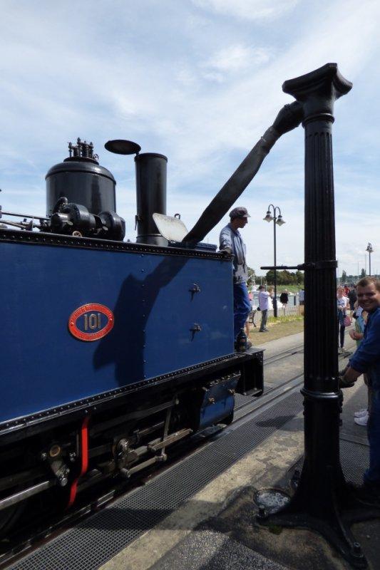 Plein d'eau de la locomotive bretonne 101 à Saint-Valéry-sur-Somme Port