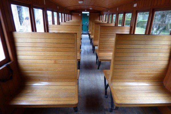 Intérieur d'une voiture du Chemin de Fer de la Baie de Somme