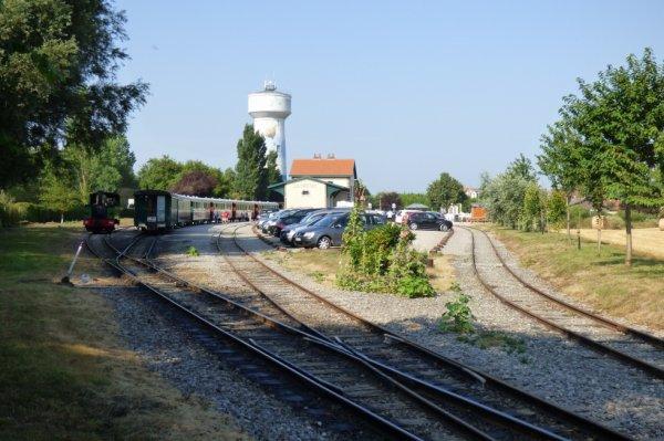Manoeuvre de la locomotive Buffaud Robatel 3714 en gare du Crotoy