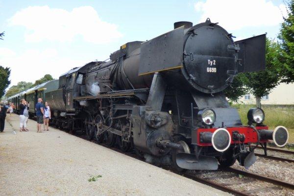 Rame du CFTVA tractée par la locomotive 150Y