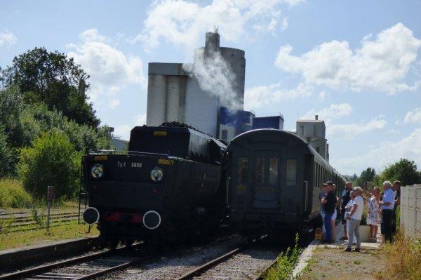 Remise en tête de la locomotive 150Y à Lumbres