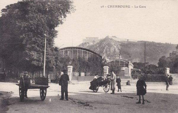 Entrée de la gare de Cherbourg en carte postale
