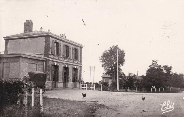 Ancienne gare de Moult vue de l'extérieur