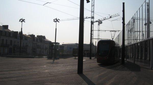Le Mans - Tramway devant la gare