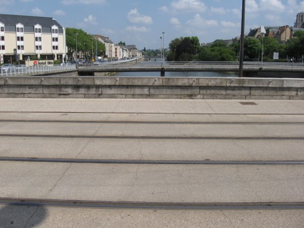 Le Mans - Pont du tram sur la Sarthe