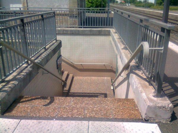 Accès au passage sous-terrain de la gare d'Issoire (63)