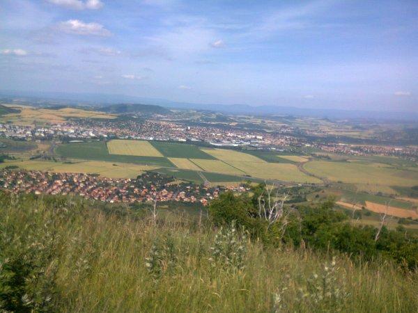 Vue sur Clermont Ferrand depuis le plateau de Gergovie