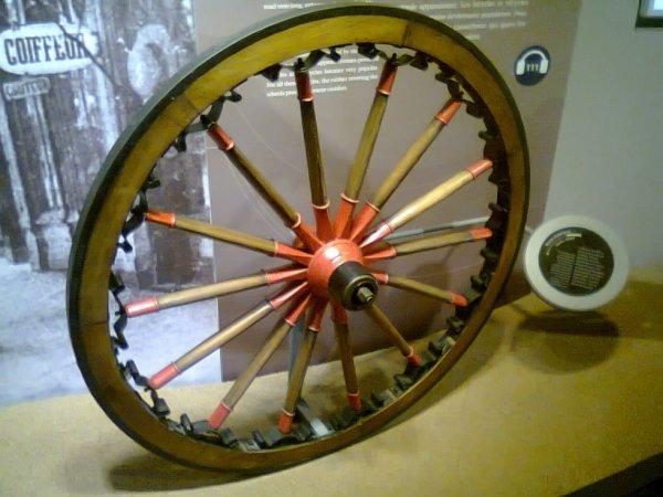 Musée l'Aventure Michelin - roue à rayons en bois
