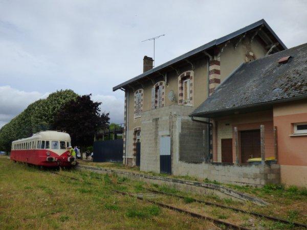 Autorail Renault ABJ4 du CFVE en gare de Breuilpont le 20 juillet 2019