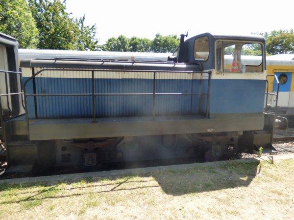 Locotracteur utilisé pour le rapatriement des vélorails et la pousse de la remorque voyageurs