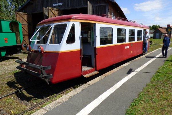 Autorail Billard de l'association Transvap en gare de Beillé