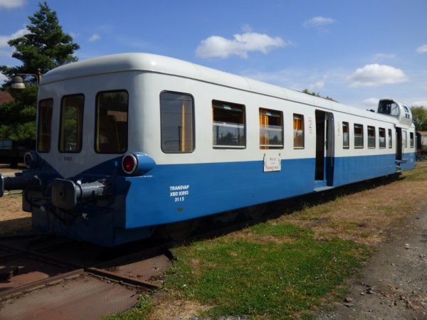 Autorail Picasso X3953 de la Transvap en gare de Beillé en 2019