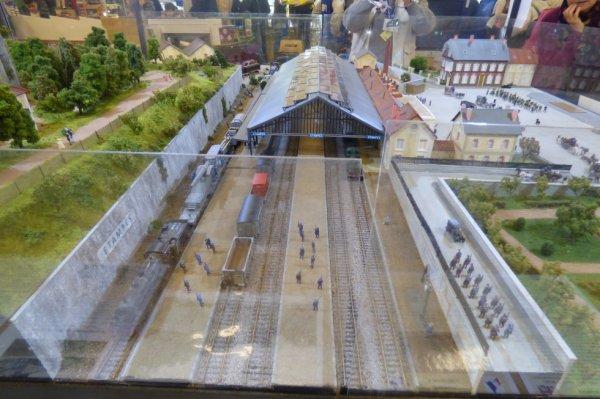 Exposition de trains miniatures à Orléans 2016 - Reconstitution de la gare d'Etampes